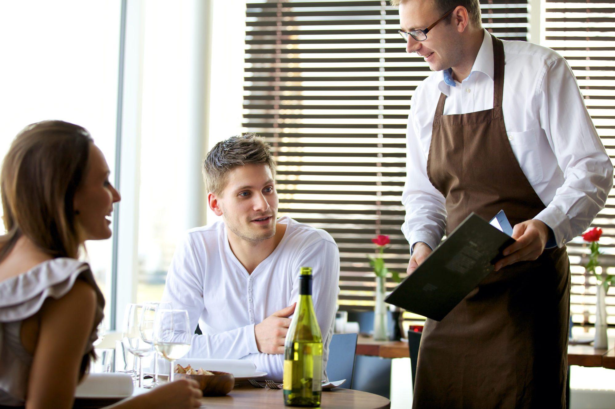 Cara Memesan Makanan di The Whip Restaurant